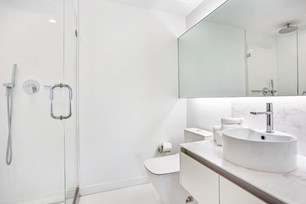 A bathroom at OB Brickell Miami