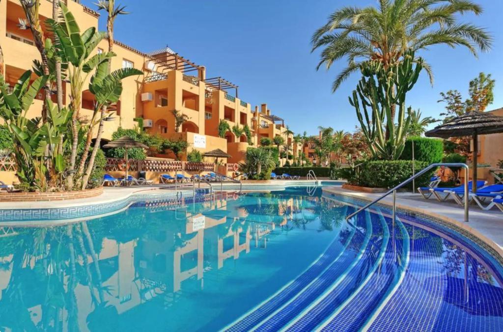 The swimming pool at or near Resort Spa de lujo Mijas Costa