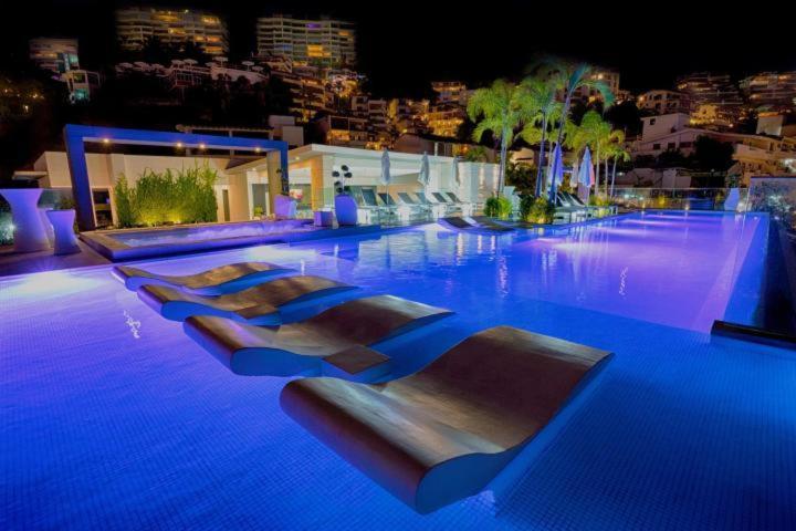 The swimming pool at or close to Departamento Zona Romantica