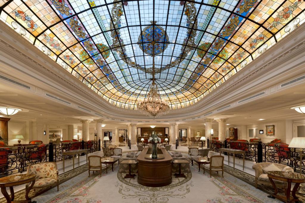 Un restaurante o sitio para comer en Eurostars Palacio Buenavista