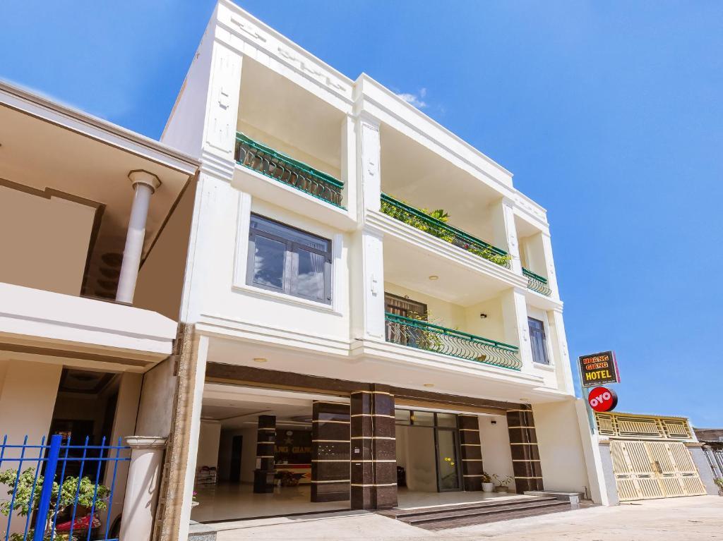 OYO 727 Hoang Giang Hotel