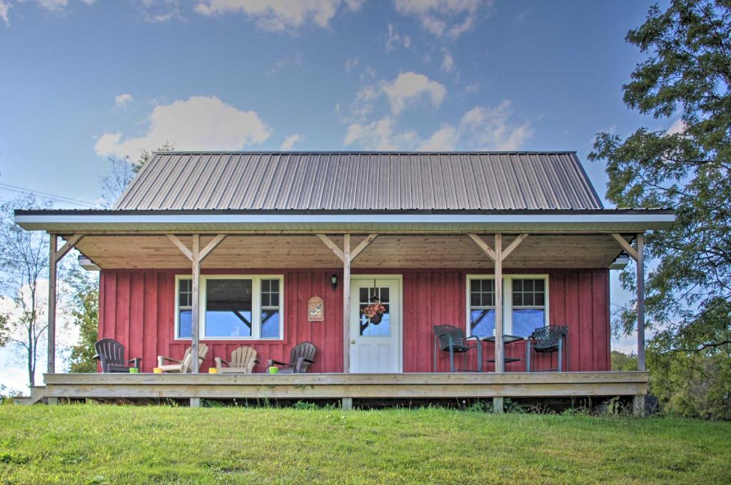 Rural Farmhouse Cabin on 150 Private Wooded Acres!