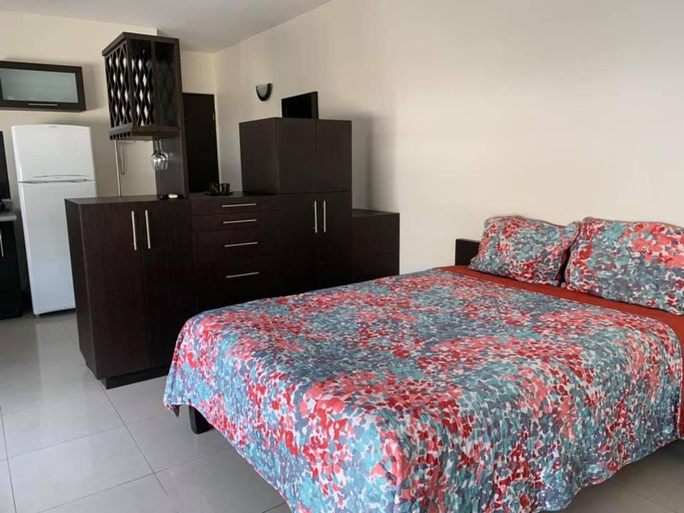 A bed or beds in a room at Confort Ejecutivo Suites del Valle