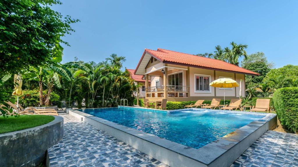 The swimming pool at or close to Filou Villas Koh Chang