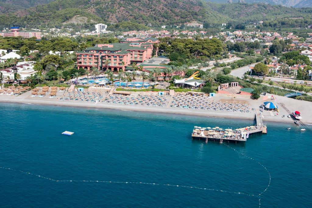 Een luchtfoto van Asteria Kemer Resort