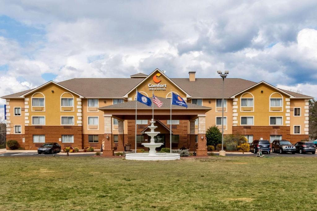 Comfort Inn & Suites South Hill I-85