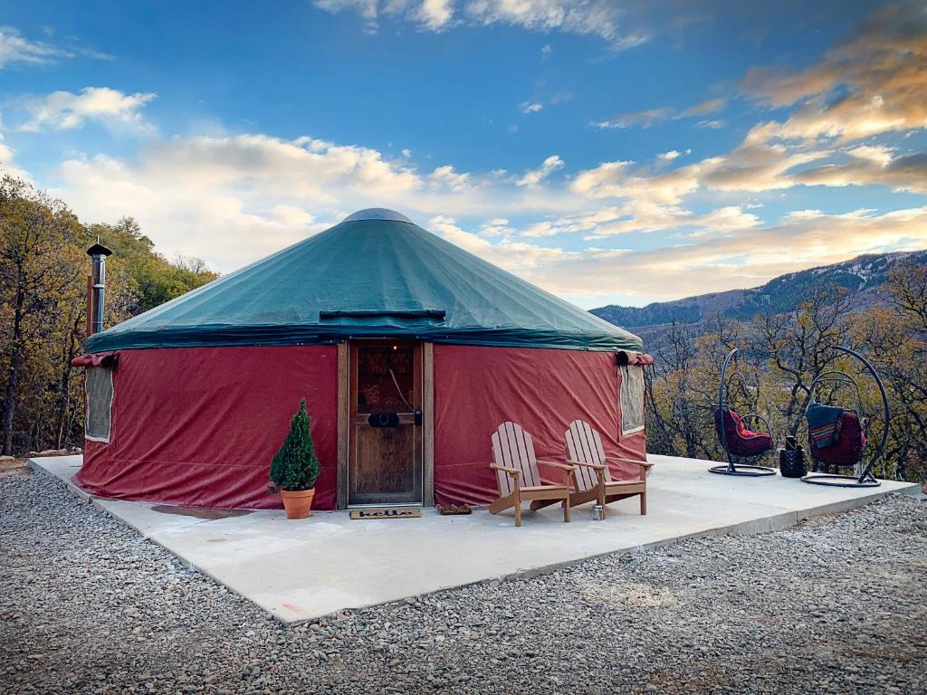 Horseshoe Holler Luxury Yurt