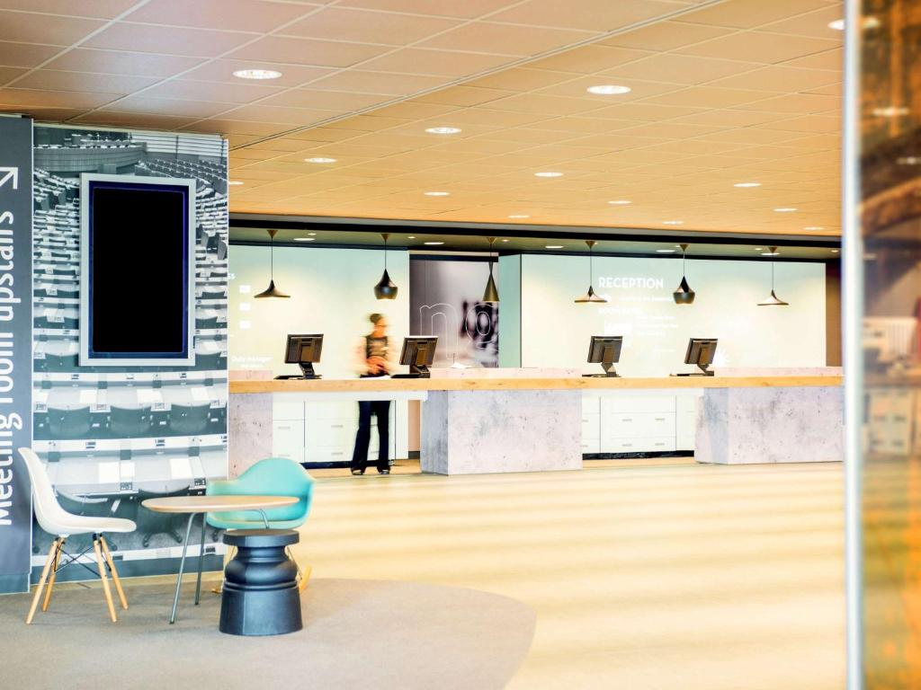 The lobby or reception area at Ibis Schiphol Amsterdam Airport