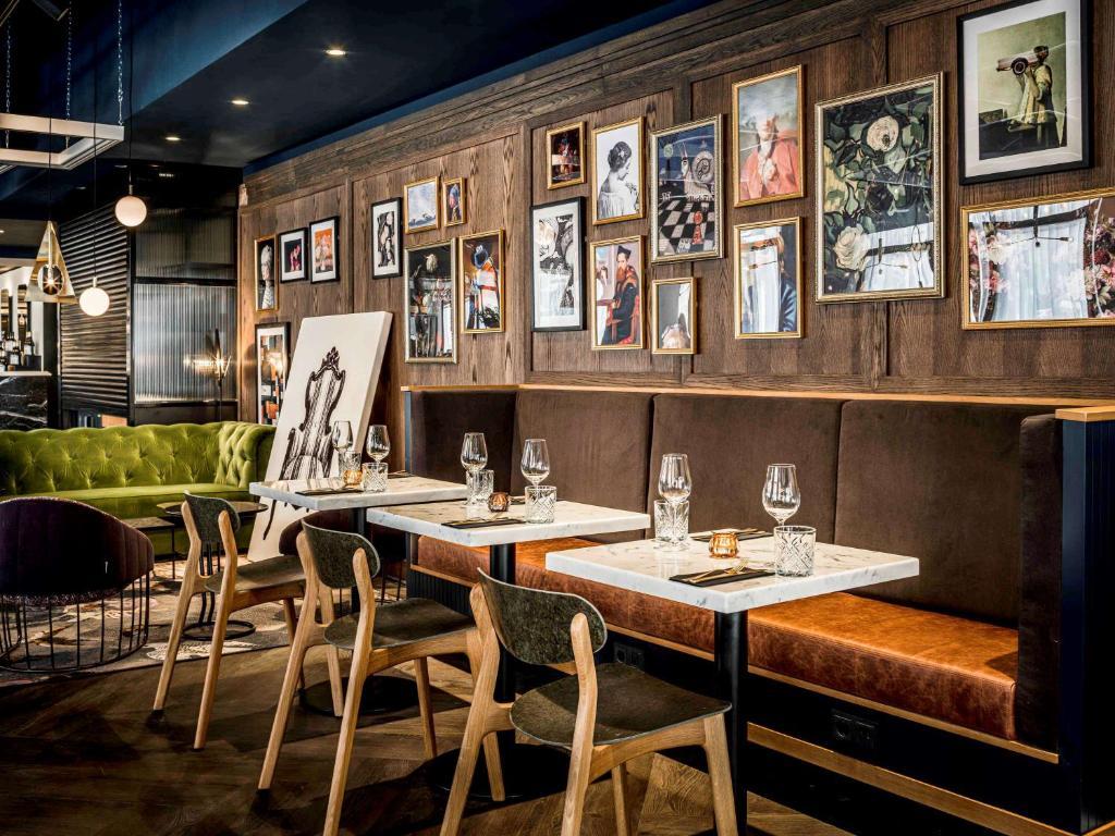 Restaurant ou autre lieu de restauration dans l'établissement Novotel Den Haag City Centre '' Reopend June 2020, fully renovated''