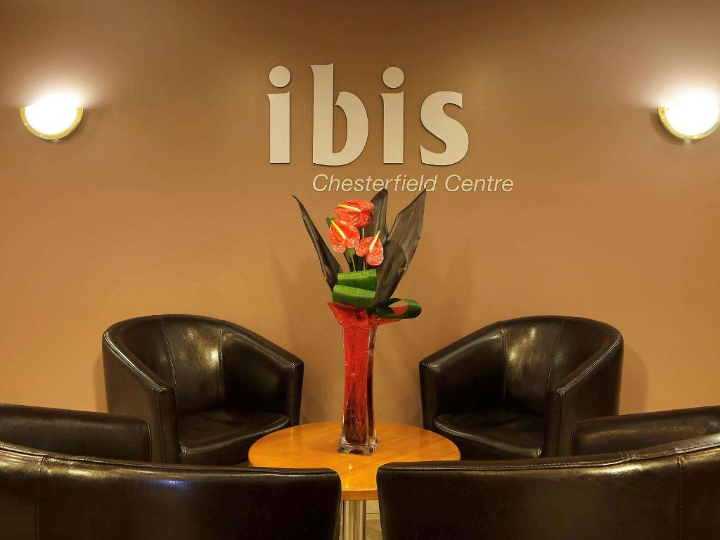 The lobby or reception area at ibis Chesterfield Centre – Market Town