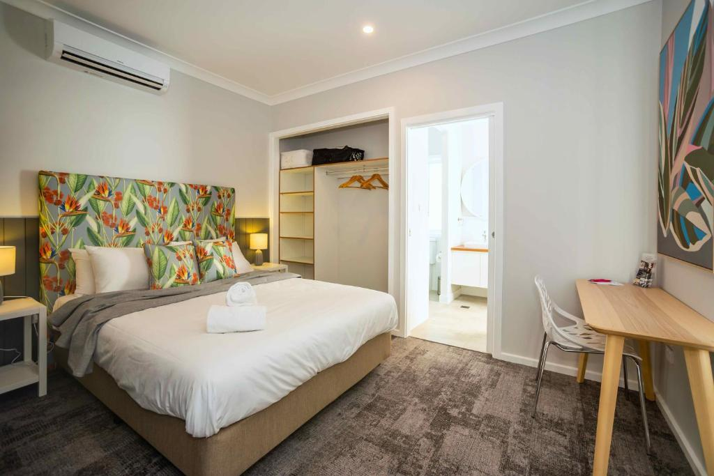 A bed or beds in a room at Clarinda Street Aparthotel