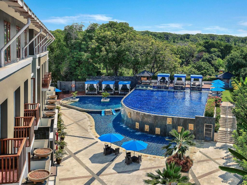 A view of the pool at Mercure Bali Nusa Dua or nearby