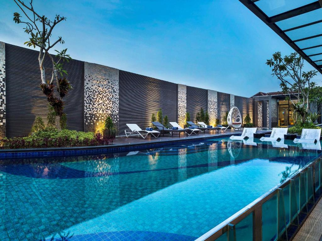 The swimming pool at or close to Ibis Styles Bali Petitenget