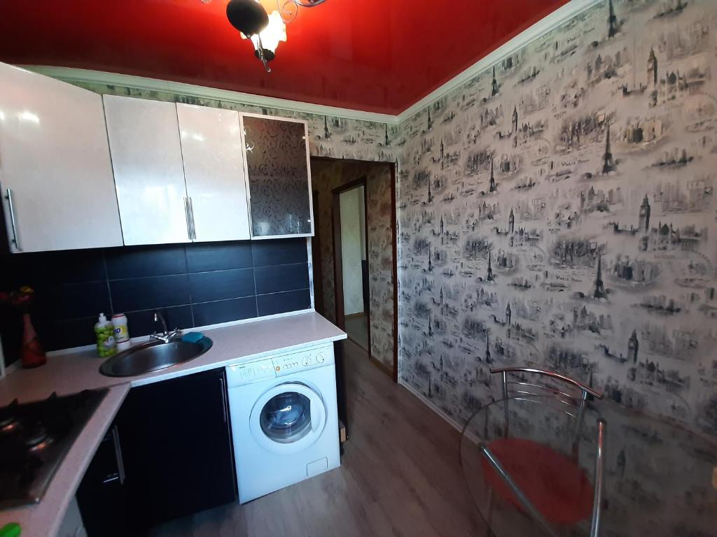 A kitchen or kitchenette at Apartment on Metalurhiv