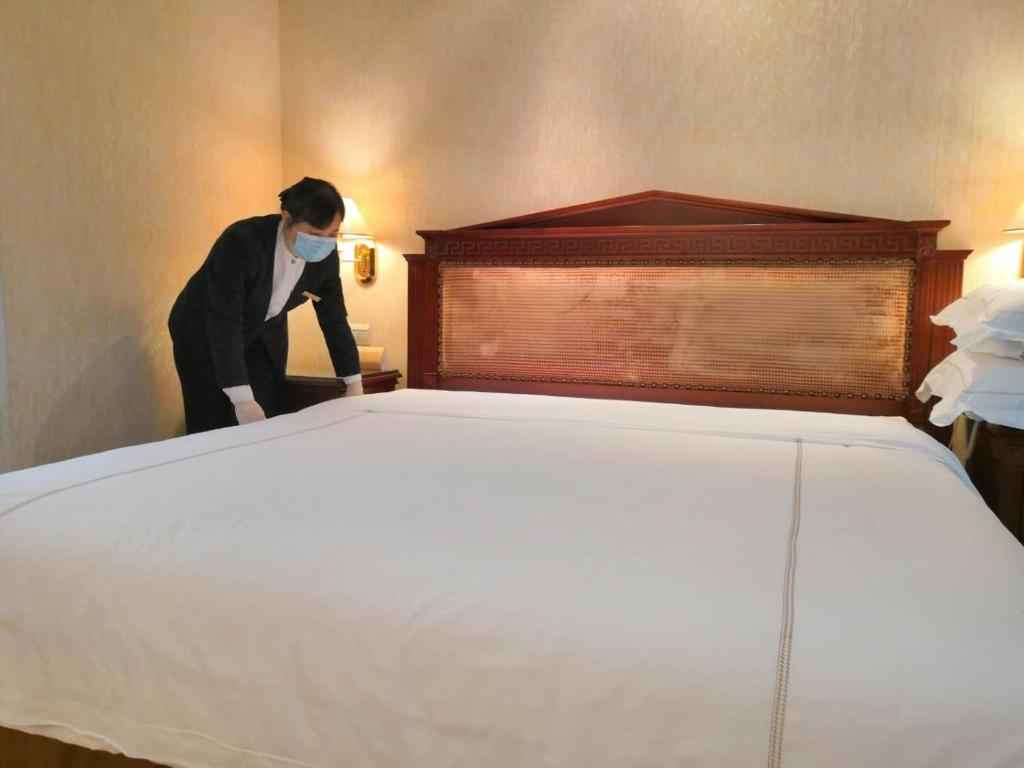 A bed or beds in a room at Hotel Canton