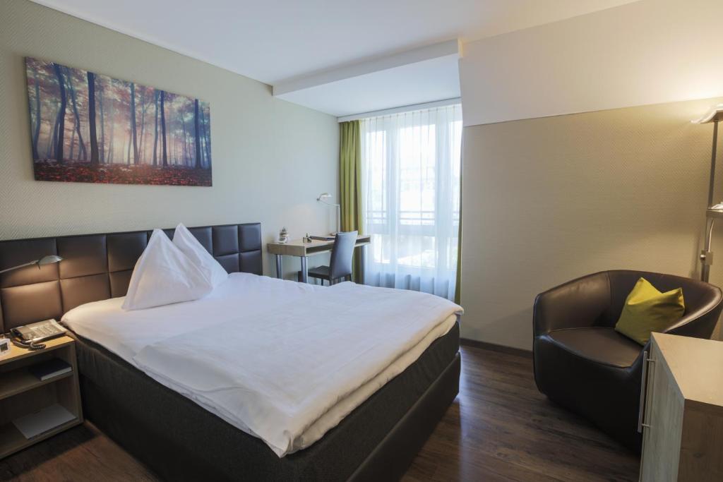 Ein Bett oder Betten in einem Zimmer der Unterkunft Herisau Swiss Quality Hotel