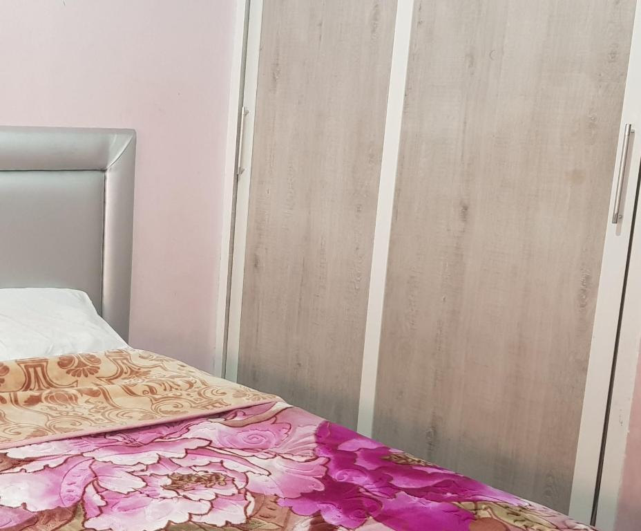 A bed or beds in a room at Chrifiya app