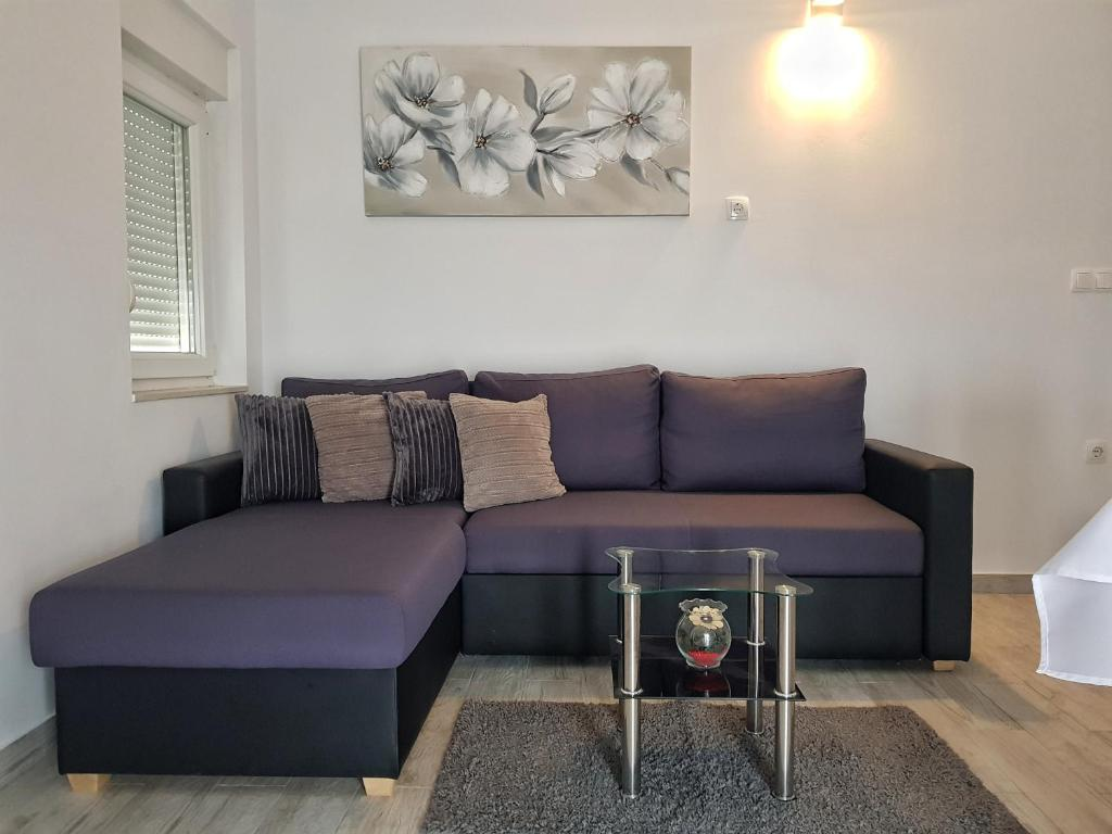 A seating area at Apartman Nela