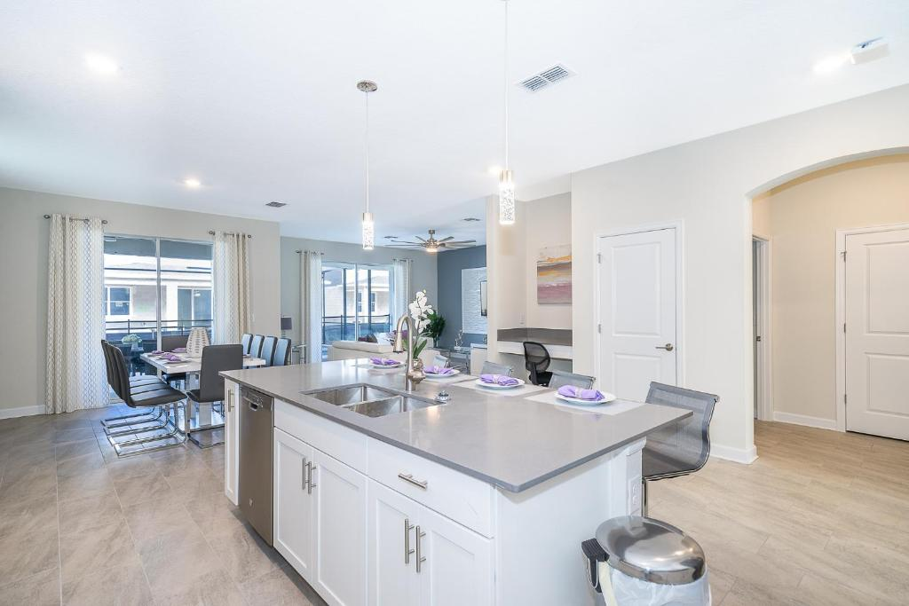 A kitchen or kitchenette at (AL2740) Storey Lake Home 6/5, Private Pool with Spa & Free Waterpark