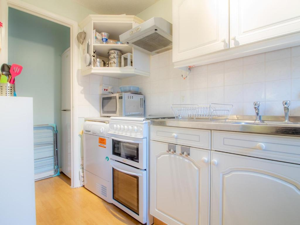 A kitchen or kitchenette at Cosy, Compact and Chic 1BD Apt.- With Parking!