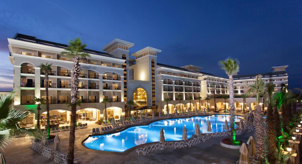 Вид на бассейн в Alva Donna Exclusive Hotel & Spa или окрестностях