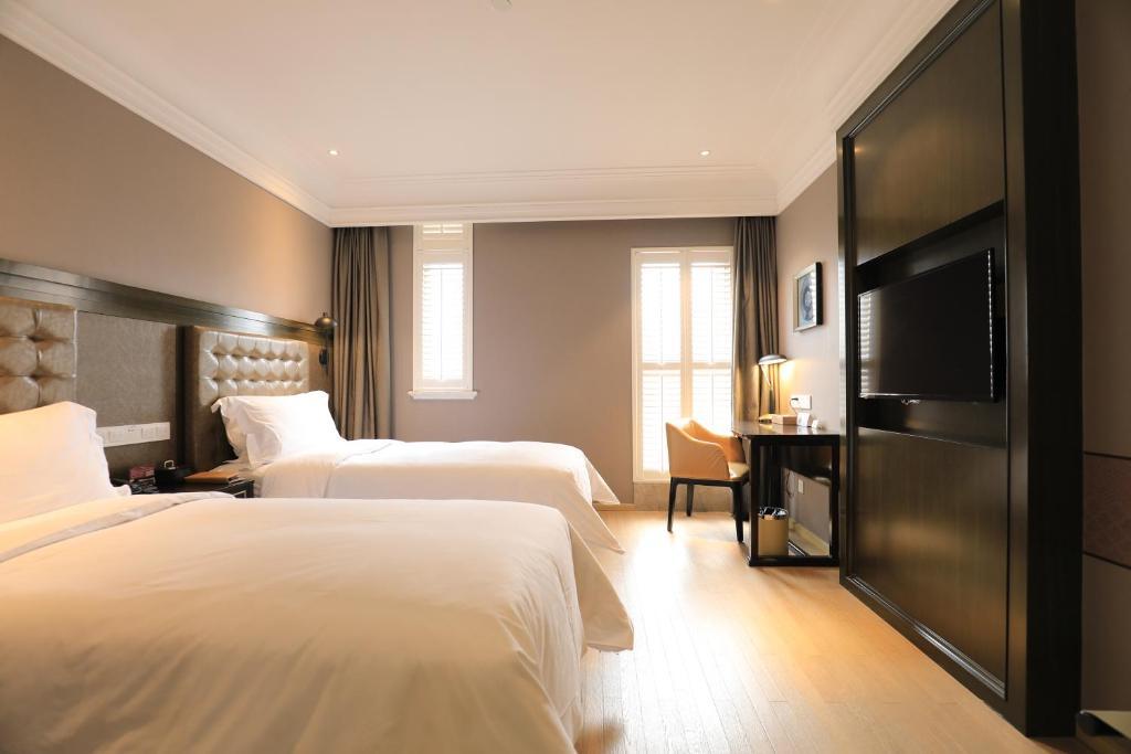 Ein Bett oder Betten in einem Zimmer der Unterkunft Jinjiang Metropolo Hotel Classic Nanjing Road (East) Shanghai