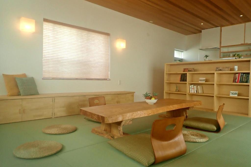 Guest House Ishigakiにあるキッチンまたは簡易キッチン