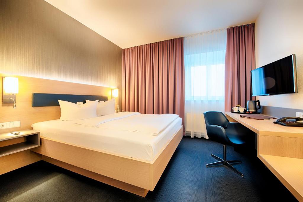 Ein Bett oder Betten in einem Zimmer der Unterkunft Hotel Sachsen-Anhalt