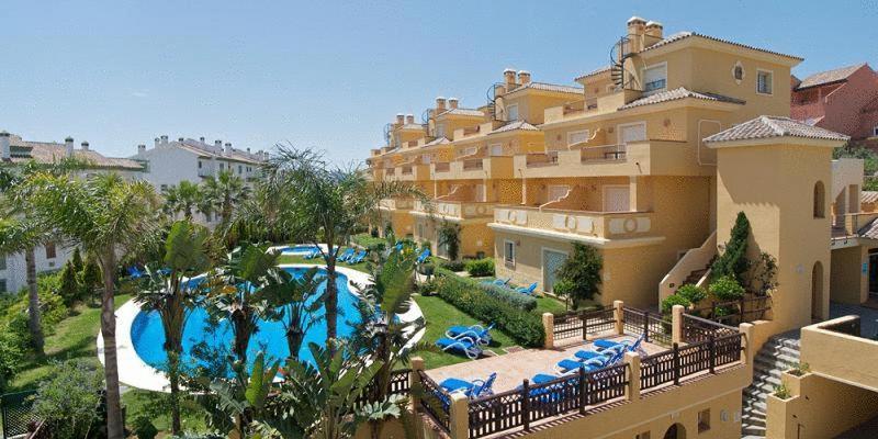 Вид на бассейн в Apartamentos Vista Real или окрестностях