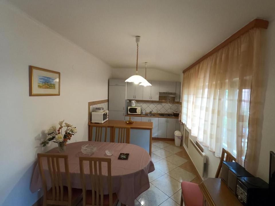 A kitchen or kitchenette at Apartment Kata