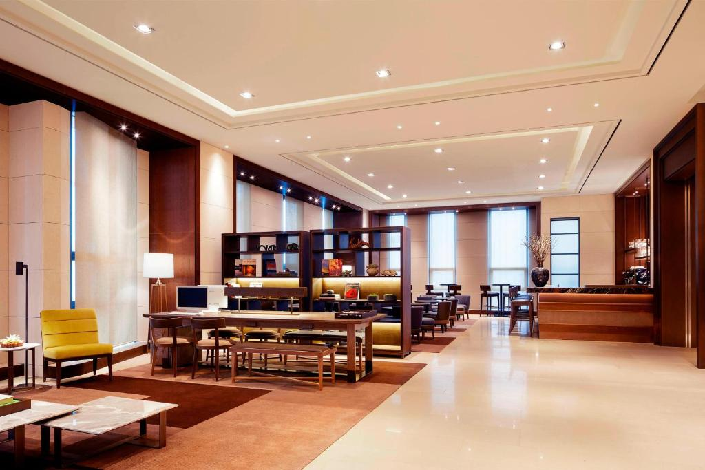 A restaurant or other place to eat at Four Points by Sheraton Seoul Station