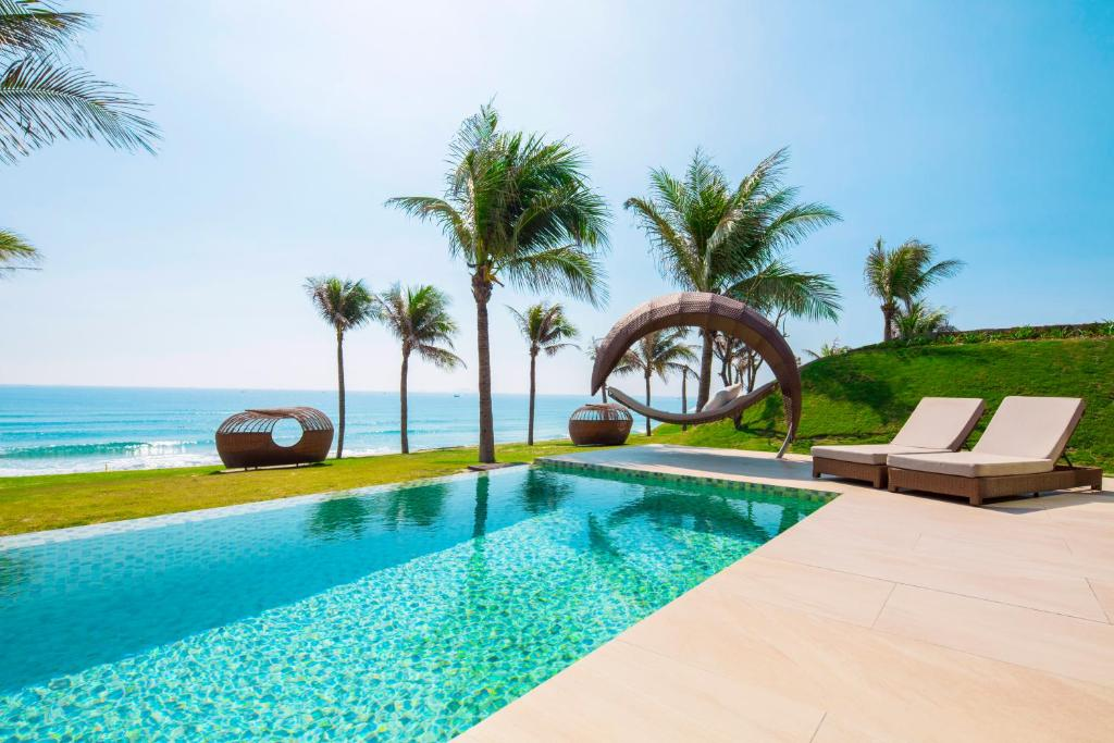 The swimming pool at or close to Fusion Resort Cam Ranh - All Spa Inclusive