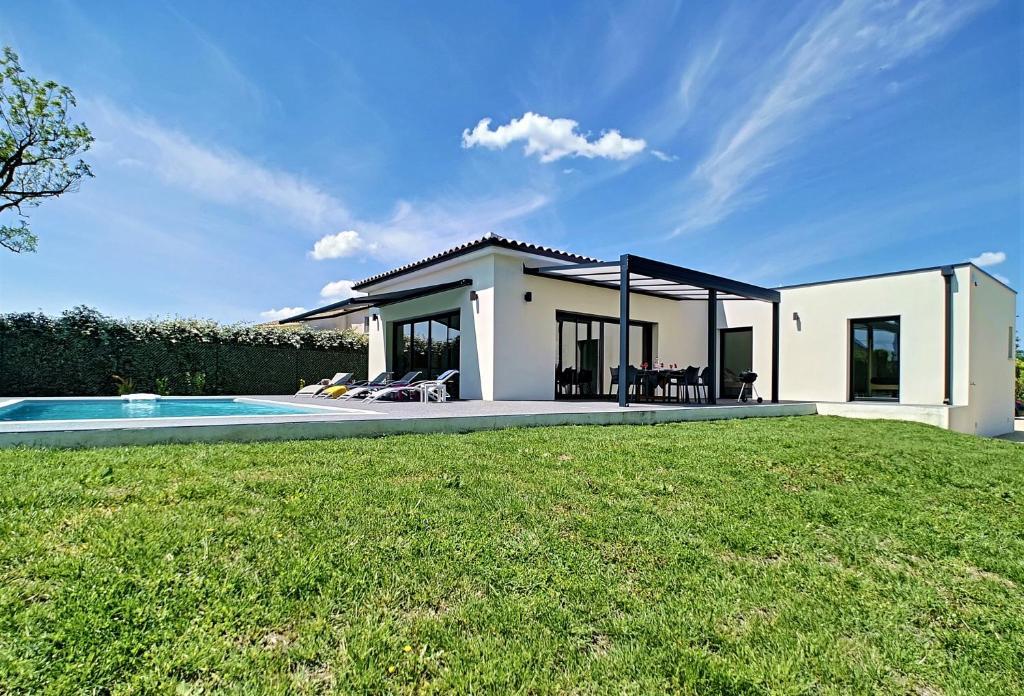 Villa Maison contemporaine neuve de plain pied à Cabannes, France