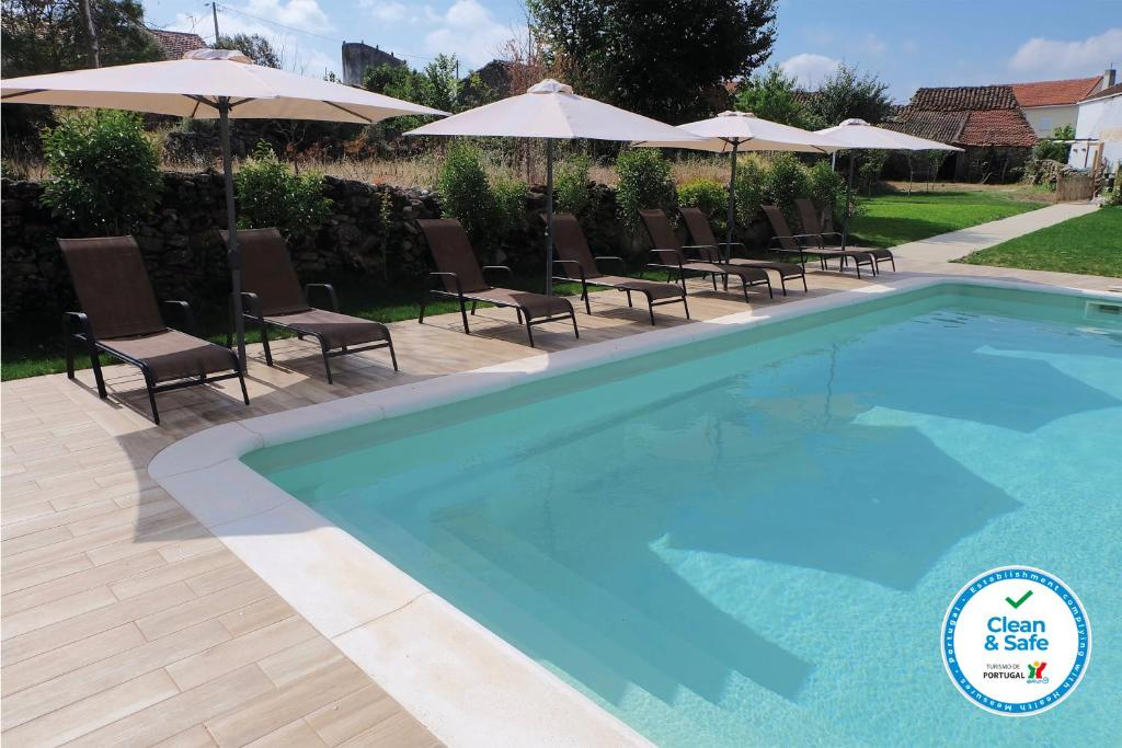 The swimming pool at or close to Casa dos Edras