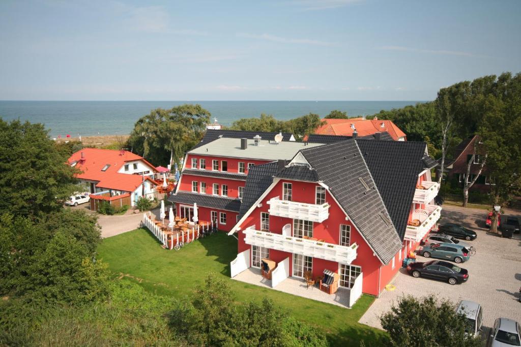 A bird's-eye view of Strandhotel Deichgraf Graal-Müritz