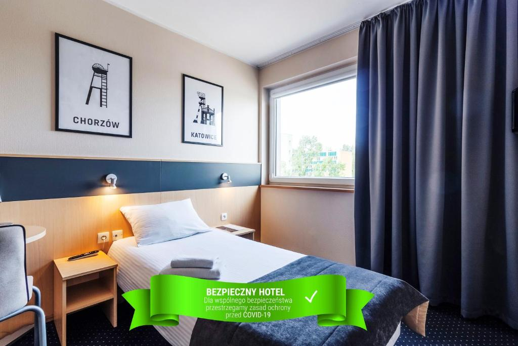 A bed or beds in a room at Quality Silesian Hotel
