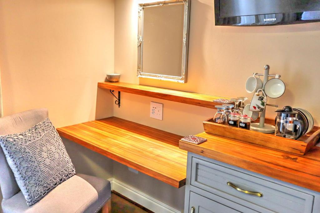 A kitchen or kitchenette at Caledon 23 Country House
