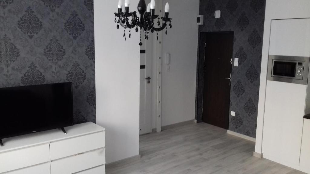 A television and/or entertainment centre at Apartament LUX w centrum Konina