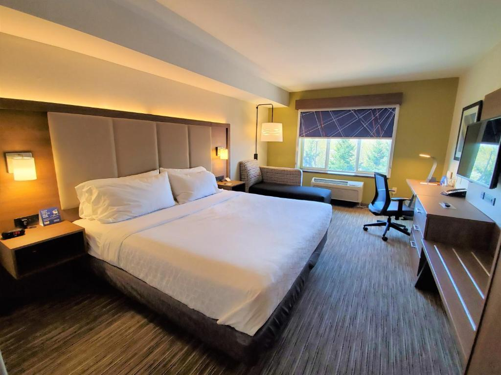 Holiday Inn Express Hotel & Suites Seattle North - Lynnwood