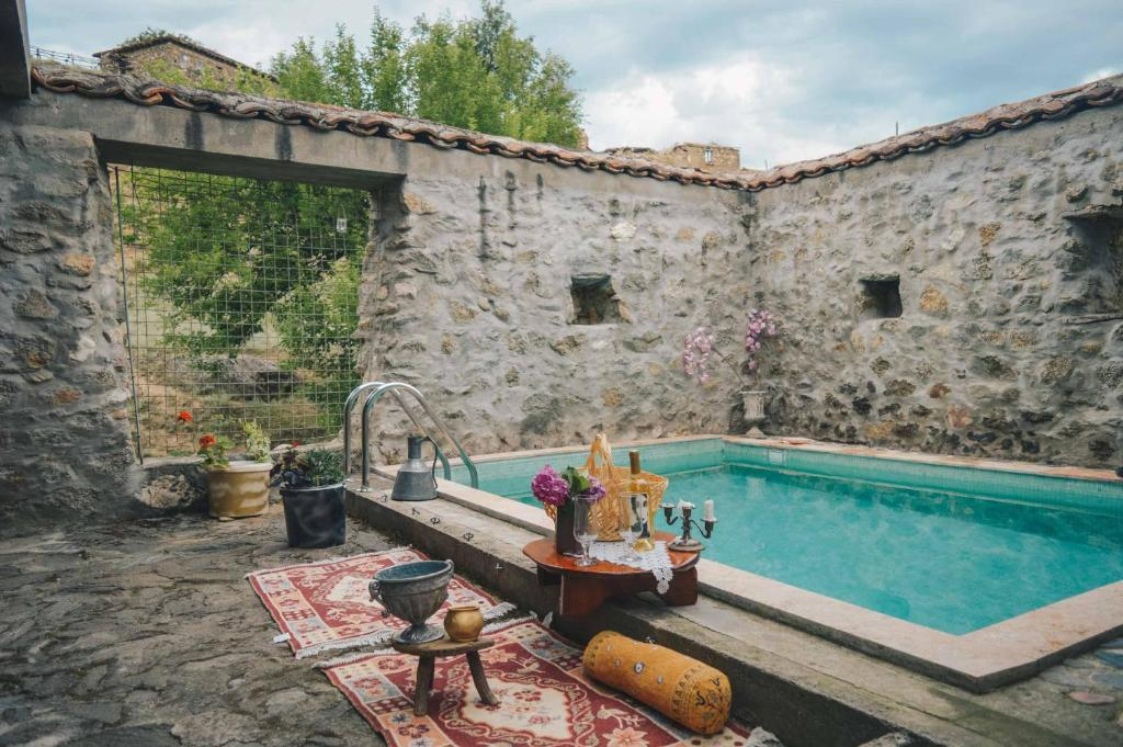 The swimming pool at or near Rancho i Vancho na Kata