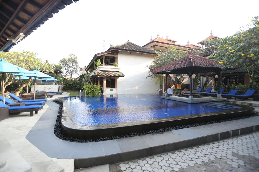 The swimming pool at or close to Fat Yogi Cottages