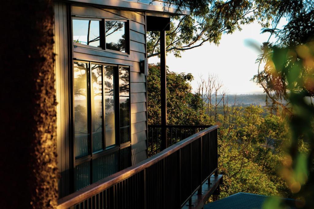 Rainforest Gardens - Luxury Hillside Chalets with Views to Bay & Islands