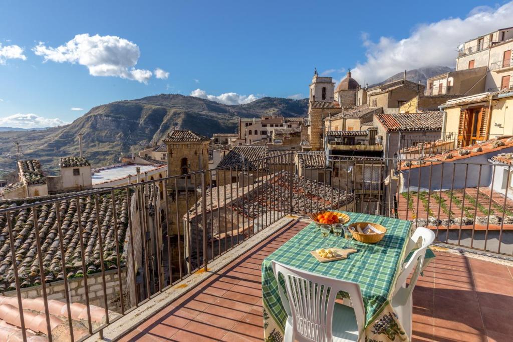 Apartment Casa Dino Petralia Sottana Italy Booking Com