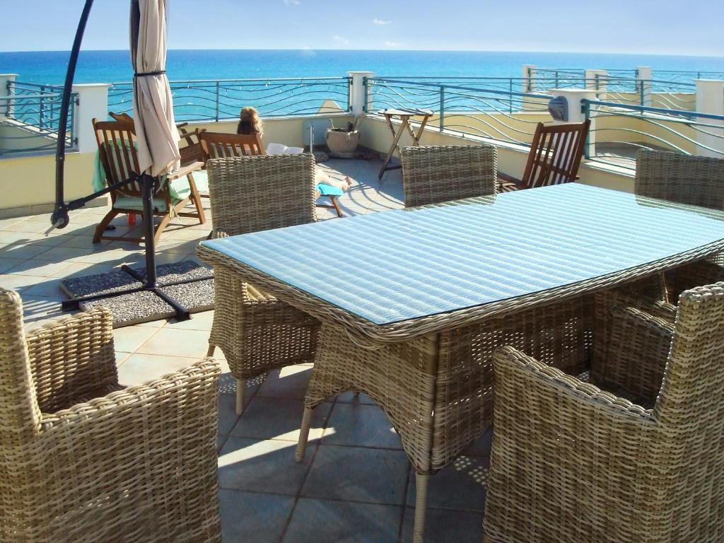 House with 3 bedrooms in Brancaleone with wonderful sea view furnished garden and WiFi