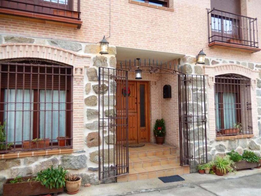 House with 3 bedrooms in Cenicientos with wonderful mountain view and furnished terrace