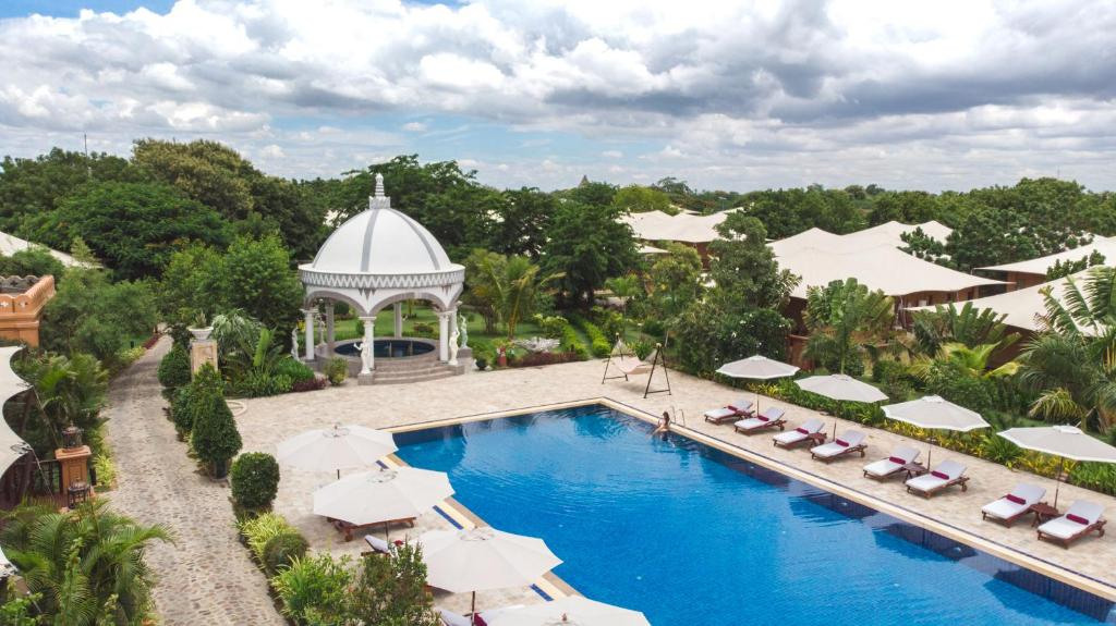 A view of the pool at Bagan Lodge or nearby