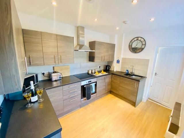 A kitchen or kitchenette at Cannock House ~ 4 Bedrooms all with ensuite.