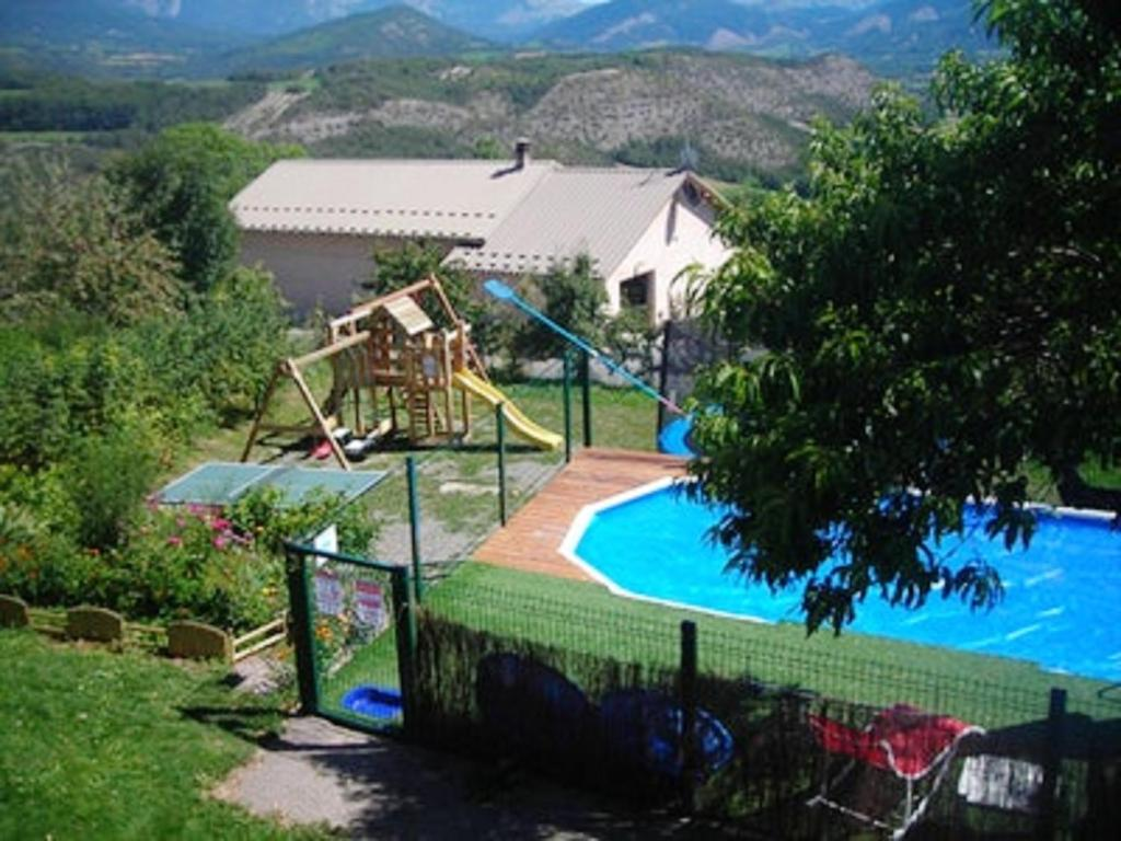 Apartment with 3 bedrooms in Selonnet with wonderful mountain view shared pool and furnished balcony 15 km from the beach