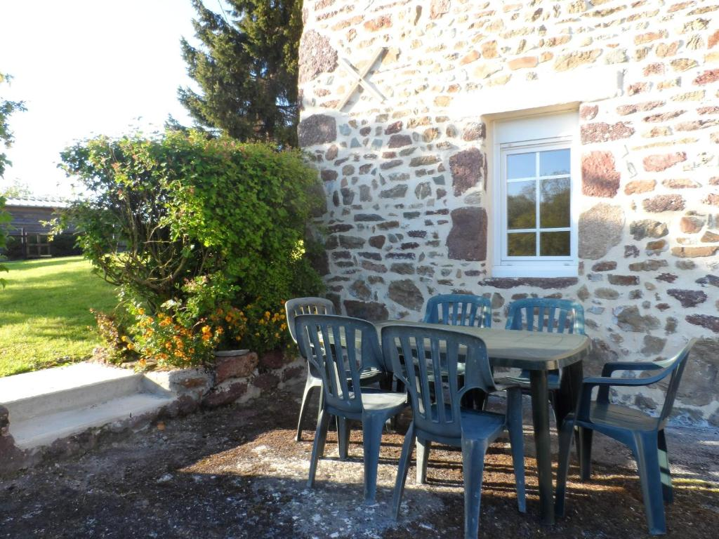 House with 2 bedrooms in Chanteloup with wonderful city view furnished terrace and WiFi 4 km from the beach