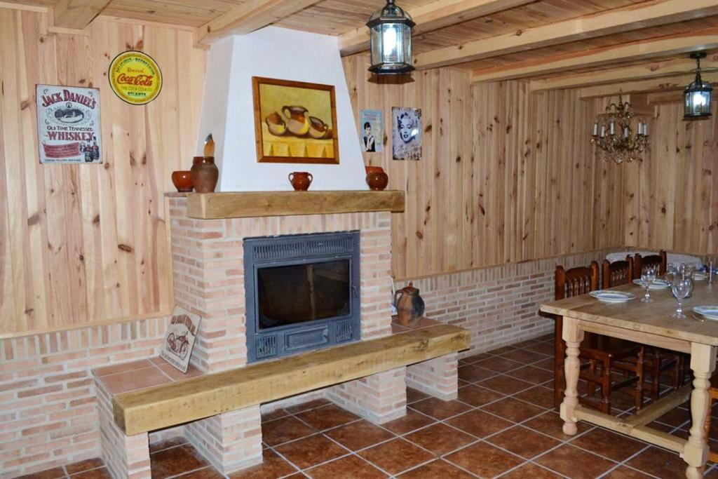 House with 5 bedrooms in Morales de Rey with enclosed garden and WiFi 140 km from the slopes